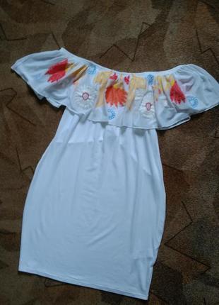 Платье с открытыми плечами от boohoo
