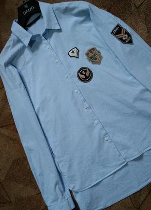 Стильная рубашка небесно -голубого цвета с нашивками от zara