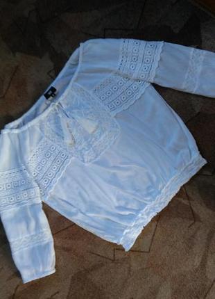 Белоснежная блуза с вышивкой и ажурными элементами от yes one