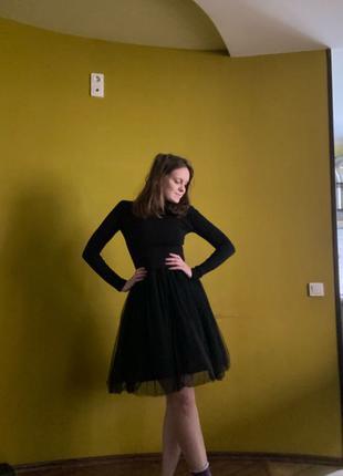 Трикотажное платье с фатиновой юбкой