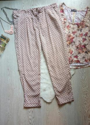 Легкие розовые с принтом рисунком брюки штаны широкие с карман...