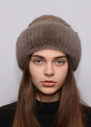 Женская вязанная шапка с бубоном из норки ажур капучино