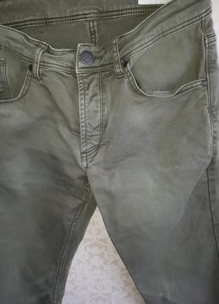 Штаны цвета хаки