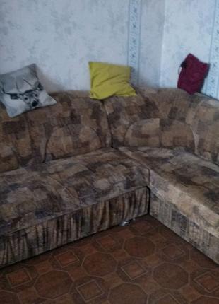 Кутовий диван у хорошому стані шукає нових господарів.