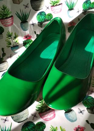 Балетки сочно-зеленого цвета