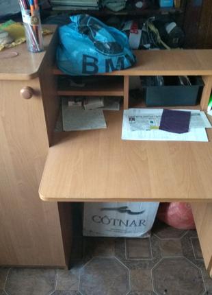 Письмовий стіл віддасться у хороші руки.