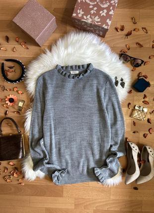 Актуальный серый джемпер с рюшами №240max
