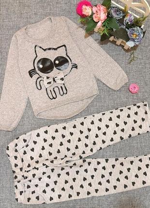 Модный костюм для девочки с кошечкой