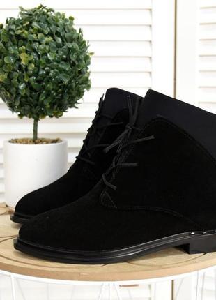 36-40. короткие замшевые деми ботинки с узким носком на шнурка...