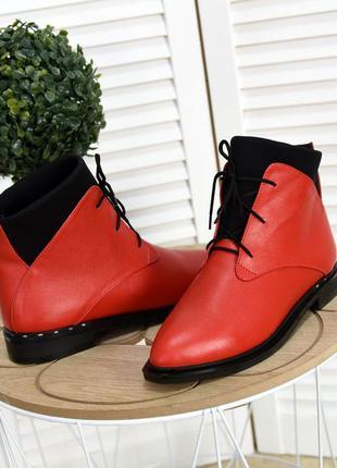 36-40. короткие кожаные деми ботинки с узким носком на шнурках...