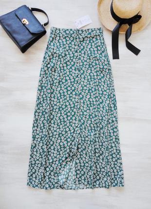 Длинная юбка на пуговицах, из вискозы, в актуальный принт мелк...