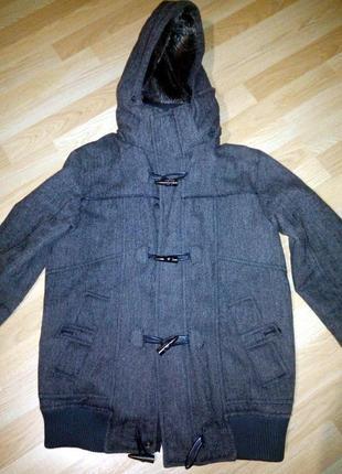 Отличная мужская куртка-пальто от pull and bear