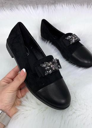 Лёгкие черные туфли на низком каблуке