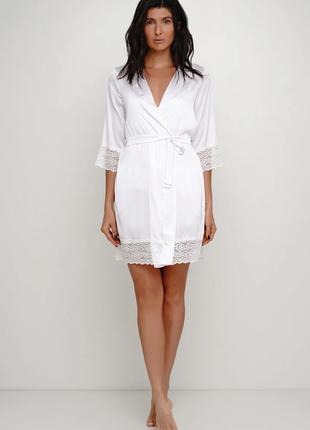 Белый шелковый нежный халат с кружевом. 44 46 размер