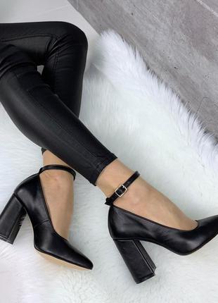 Черные туфли из натуральной кожи с ремешком
