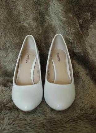 Свадебные белоснежные туфли