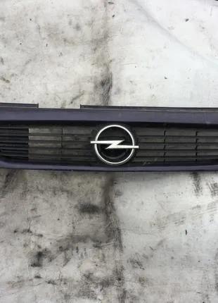 Opel Astra решетка радиатора