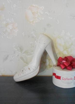 Туфли белые свадебные со стразами 35 размер натуральная кожа