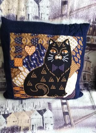 Декоративная вязаная  подушка наволочка с вышивкой коты ручная...