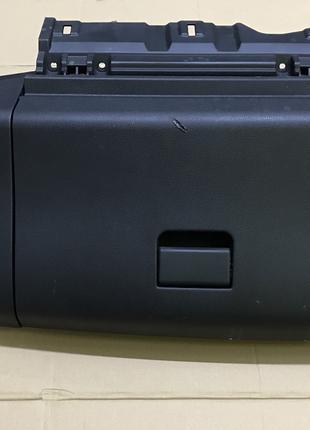 Бардачок перчаточный ящик в сборе Nissan Leaf 2018- 68520-5SA1B