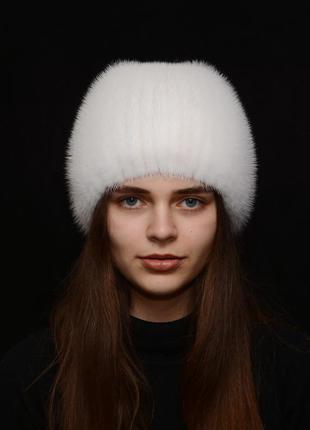 Женская норковая шапка на вязаной основе шарик бабочка белый