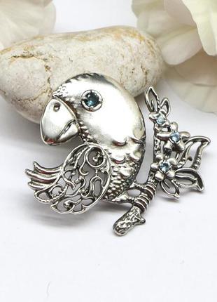 """Милая оригинальная серебряная брошь """"птичка на ветке""""  с топаз..."""
