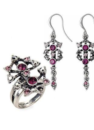 Яркий набор: серьги и кольцо я розовыми, сиреневыми кристаллам...