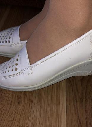 Кожаные туфельки/белые/бренд jenny by ara