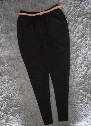 Стильные узкие брюки  monki
