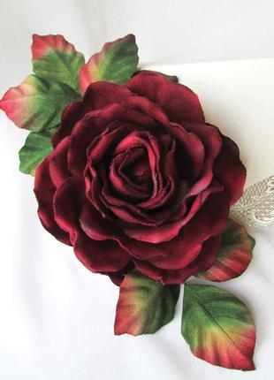 Брошь роза бургунди. цветы из бархата