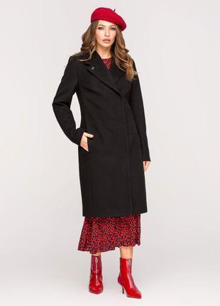 Женское стильное черное весеннее пальто с брошью демисезон