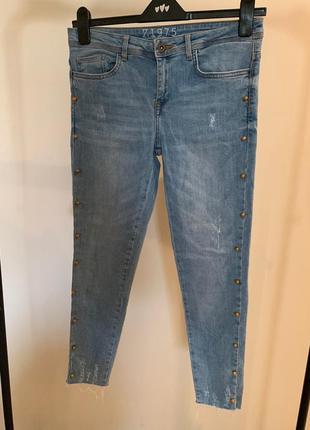 Модные джинсы zara c бусинками по бокам