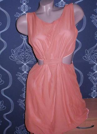 Платье с вырезами по бокам. секси.