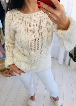 Объемный свитер мохер крупной вязки