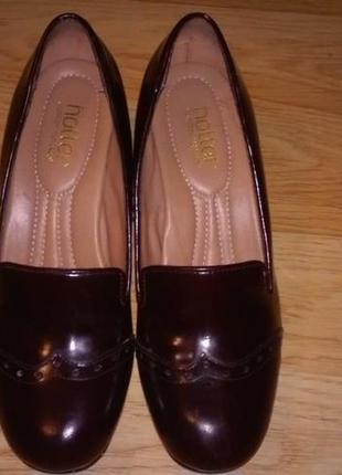 Кожаные туфли лоферы на каблуке. стелька 25 см