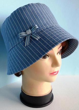 Женская шляпка. джинс голубой. тонкая полоска.