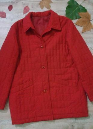 Яркая демисезонная стеганая куртка большого размера
