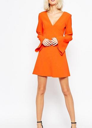 Структурированное платье-трапеция с расклешенными рукавами asos
