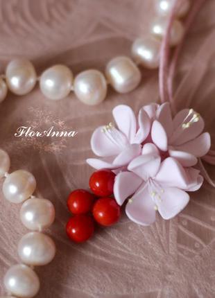 """Кулон из полимерной глины с цветами """"цвет вишни"""""""