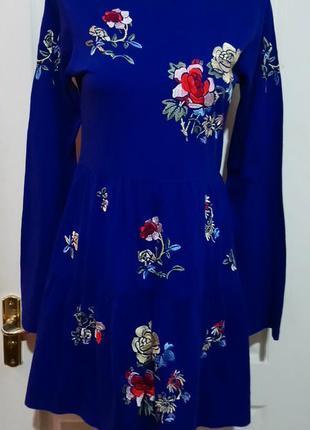 Красивое платье с вышивкой. с бирками.