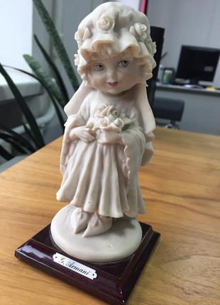 Фарфоровая статуэтка g. armani  ** девушка с цветами **
