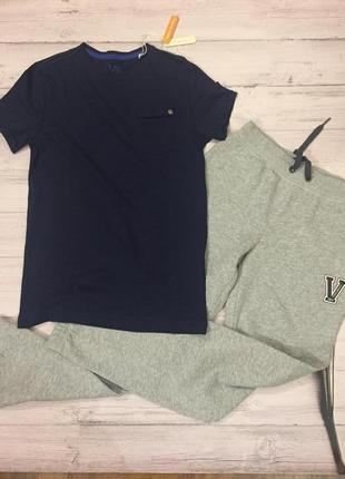 Набор одежды в спортивном стиле