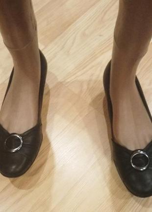Кожаные туфли на широкую ножку