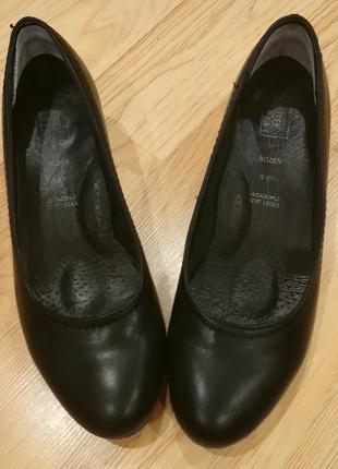 Туфли на удобном каблуке . easy street