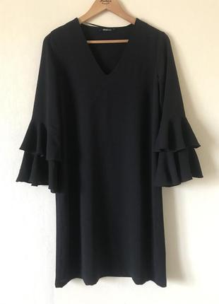 В наличии - платье-миди с оборками на рукаве 3/4 *gina tricot*...