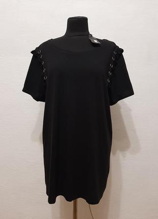 Стильная черная футболка большого размера