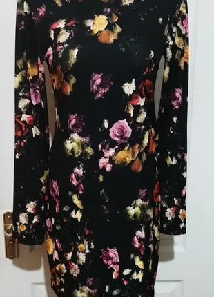 Платье в розы на стройняшку