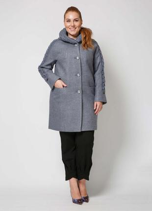 Женское демисезонное пальто с вязаными вставками с капюшоном ц...