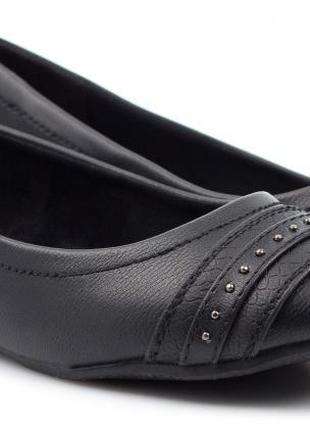 Красивые фирменные туфли с кожаной стелькой 37 размер