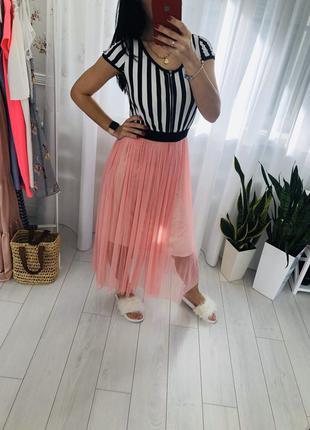 Стильное платье с фатиновой юбкой тюль